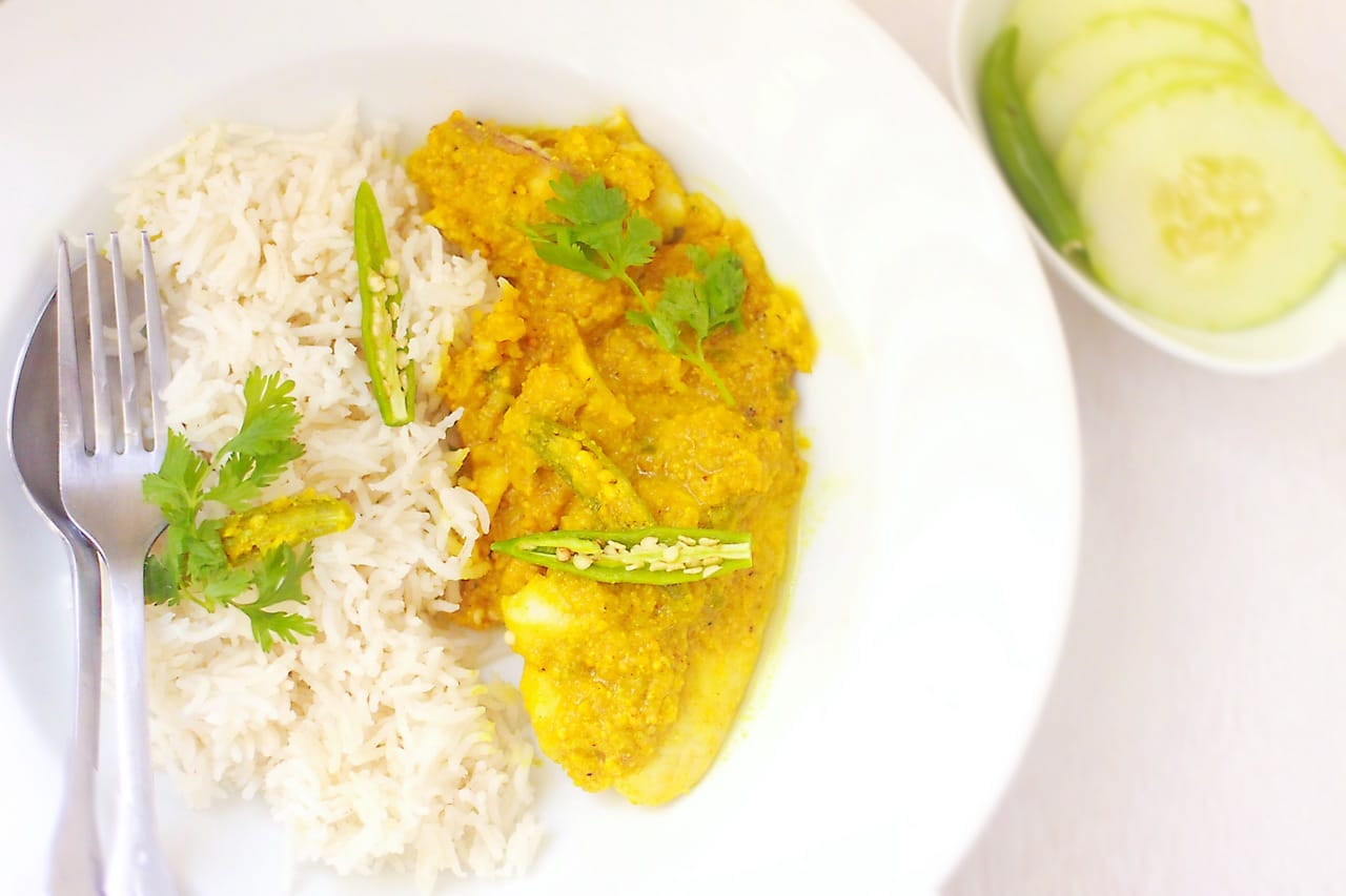 Shorshe Maach / Tilapia in Mustard Sauce – Guest Post for Vijitha @ Spices N Aroma