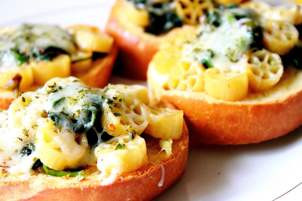 bruschetta with spinach pasta 4