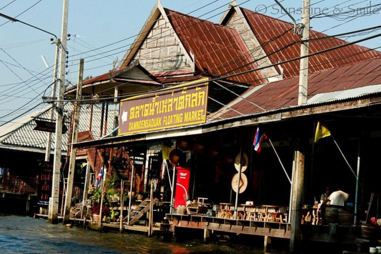 The Floating Market in Thailand 1