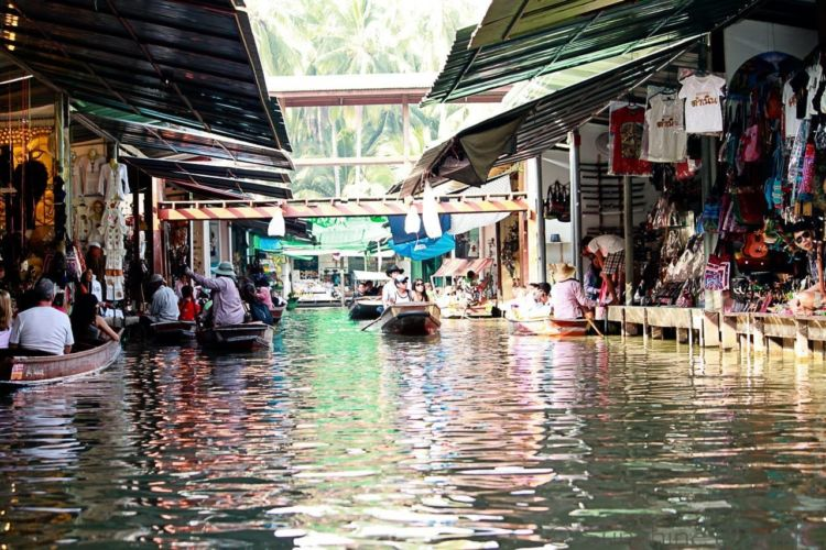 The Floating Market in Thailand 19