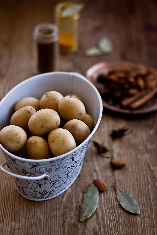 Dum Aalu - Bite Size Potatoes In Yogurt Gravy 1