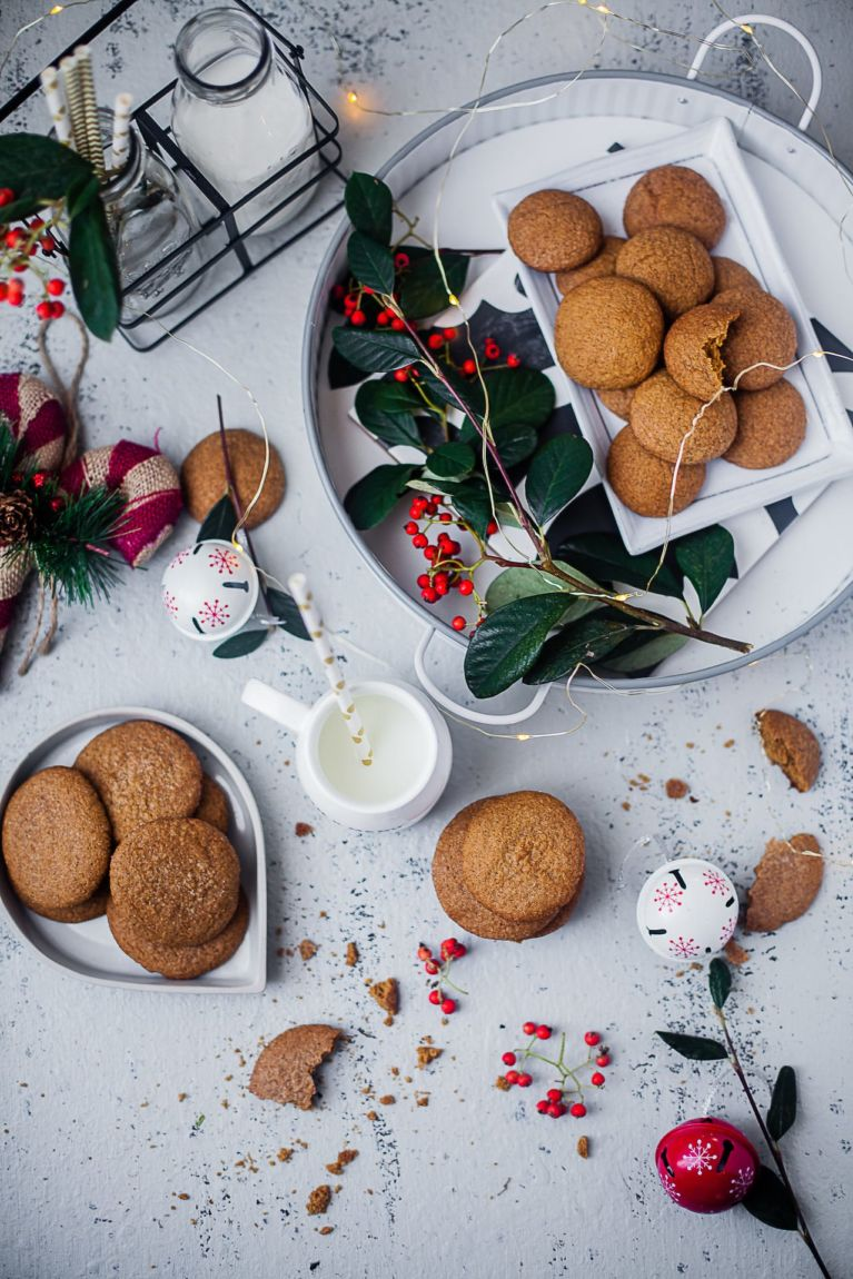 Ginger Cinnamon Molasses Cookies - 2 Ways | Playful Cooking #bakingwithkids #cookies #baking #foodphotography