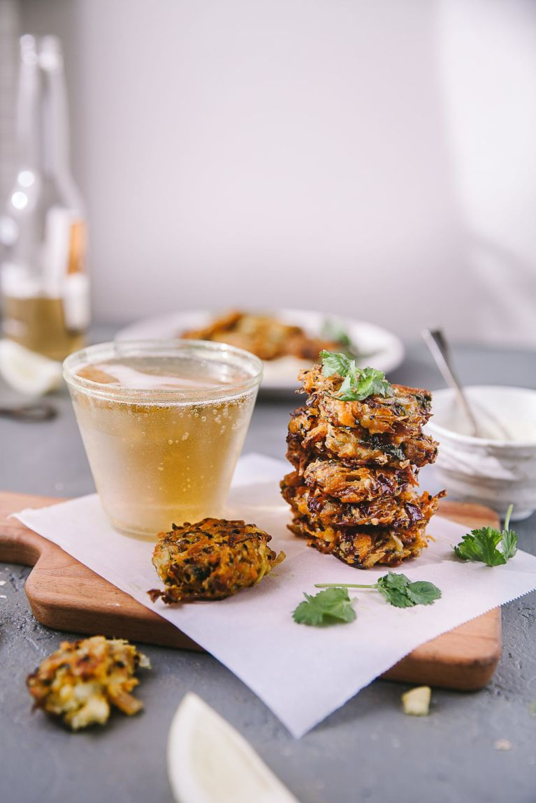EASY with NO EGGS Crispy Cabbage and Carrot Fritters is a perfect snack for any day! #cabbage #carrot #fritters #foodphotography #vegetarian