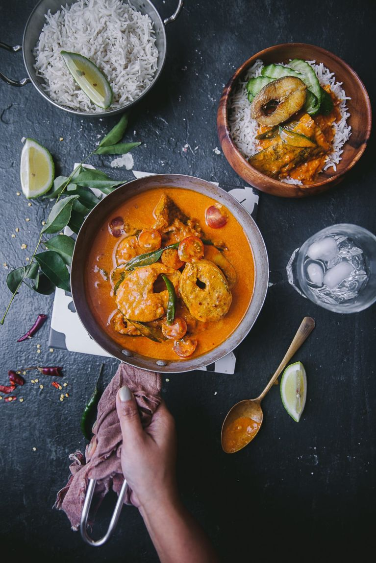 Kerala Style fish curry with tamarind, coconut milk and spices! Easy and Quick #playfulcooking #fishcurry #indianfood #seafoodcurry #foodphotography #foodstyling #kerelafishcurry