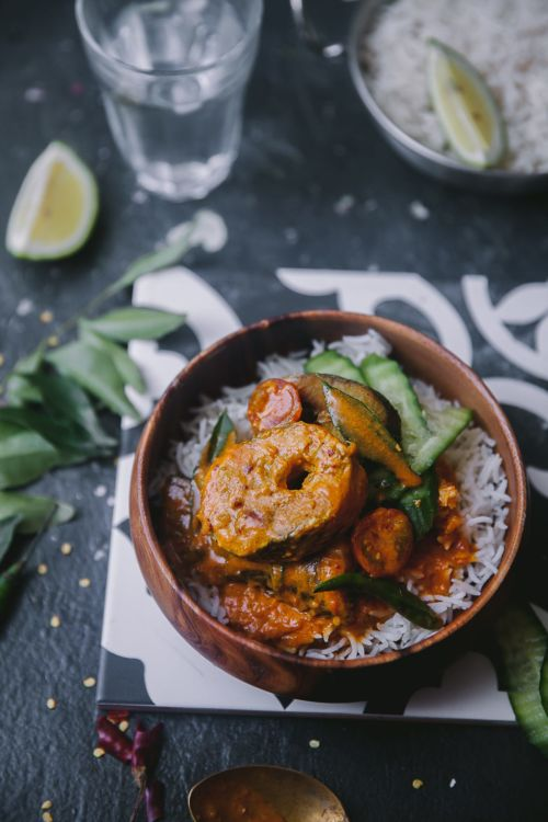 Easy and Quick Kerala Style fish curry with tamarind, coconut milk and spices! #playfulcooking #fishcurry #indianfood #seafoodcurry #foodphotography #foodstyling #kerelafishcurry