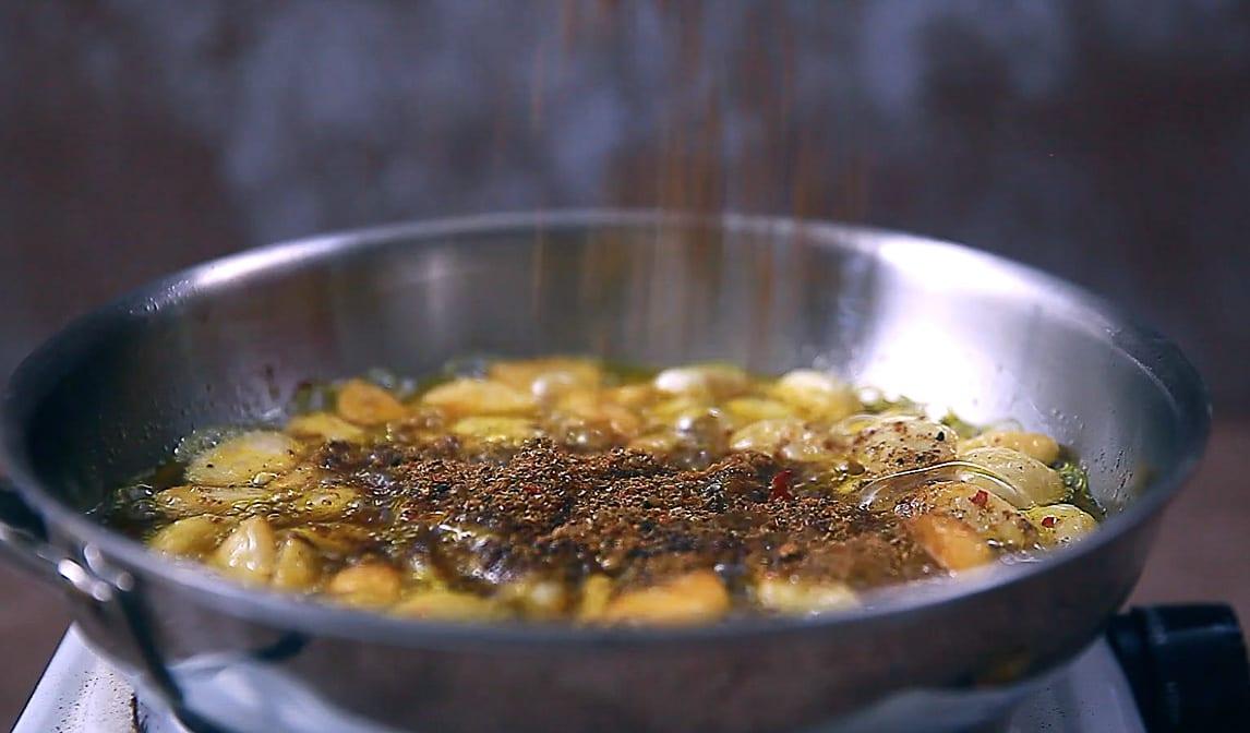 spiced garlic achaar step 04