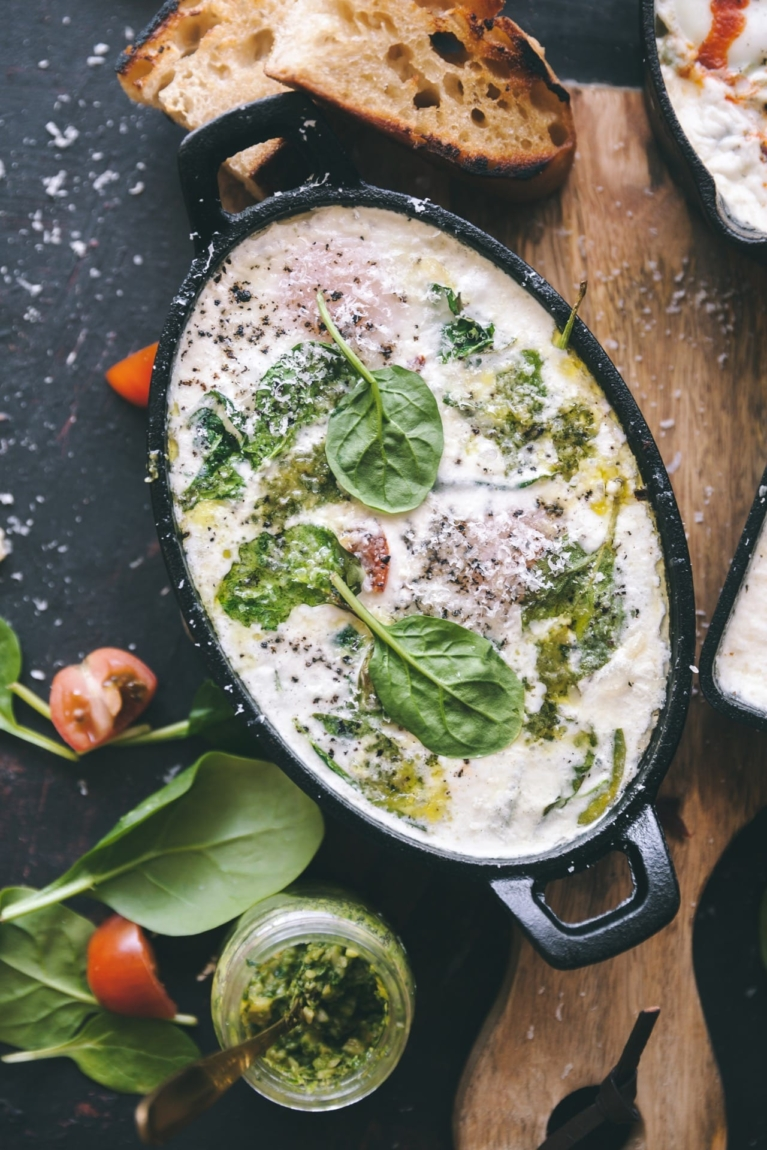 Spinach and Tomato Baked Eggs #foodphotography #foodstyling #bakedeggs #easyrecipe