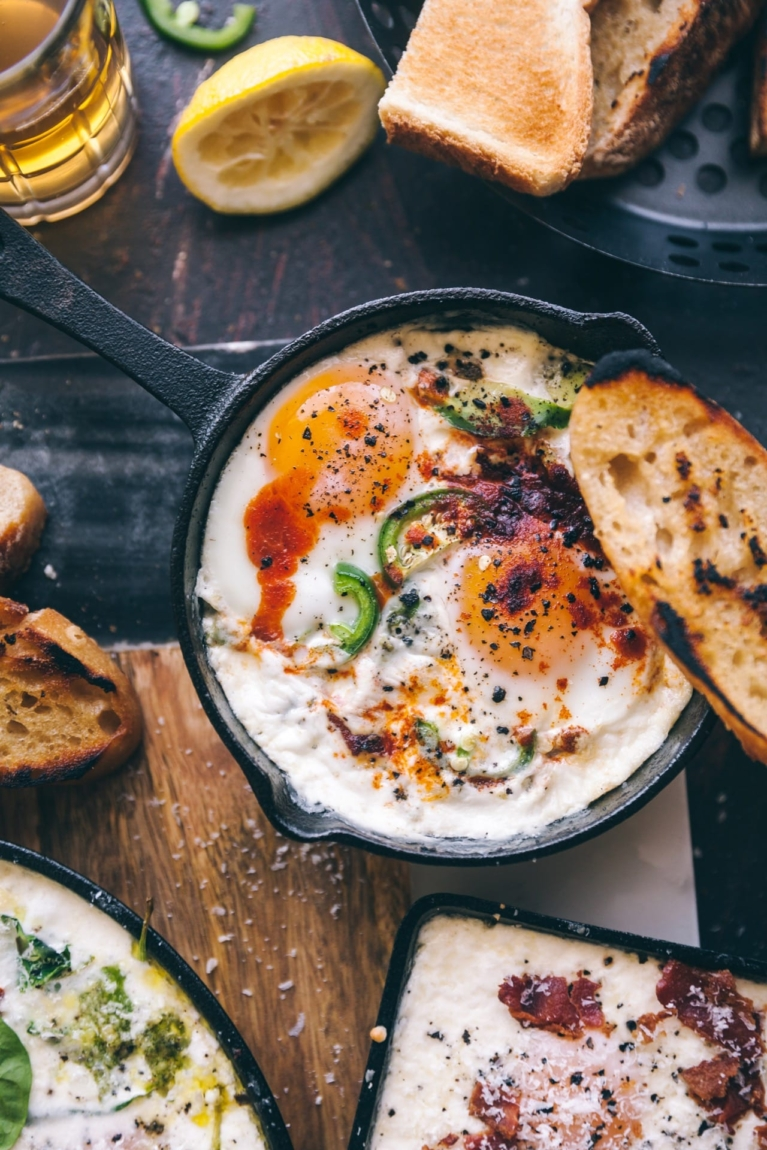 Spicy Jalapeno Avocado Baked Eggs #food photography #foodstyling #bakedeggs #eggs