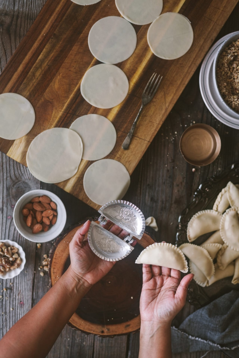 How to shape Indian flaky dessert, filled with solid milk and assorted nuts