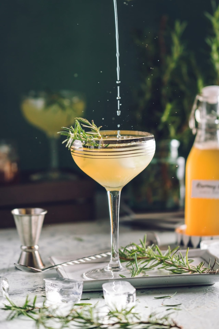 Gin cocktail for Friday feel!